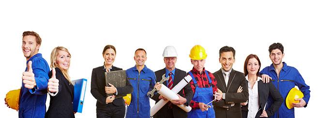Erfolgreiche Arbeiter und Geschäftsleute als Team halten die Daumen hoch